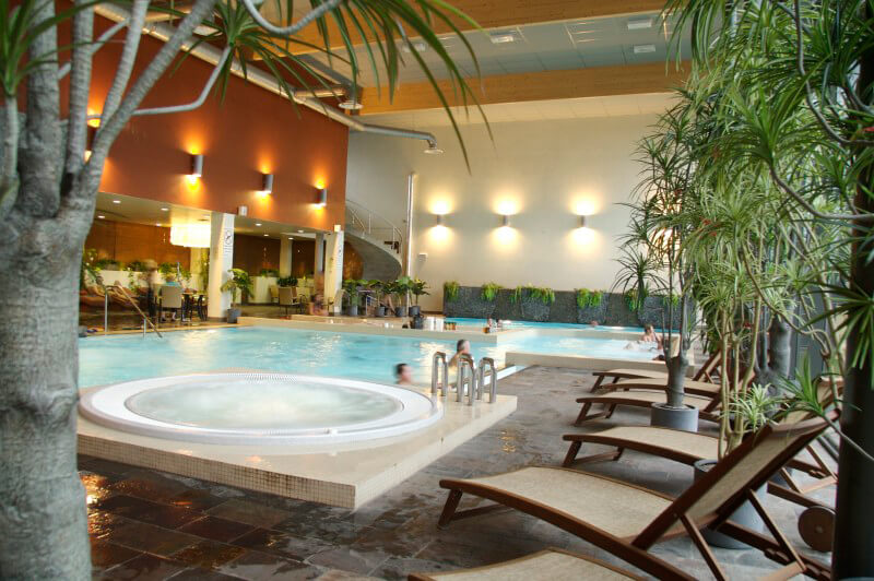 På hotell Jurmala SPA finns det flera pooler, bastus, kallbad och så ett stort SPA där vi hjälper dig att förboka behandlingar.