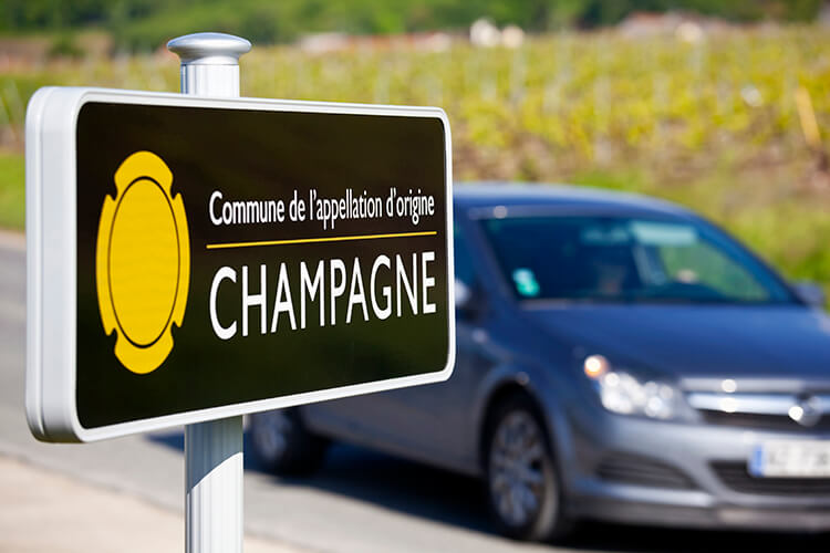 Köra bil i Champagne-distriktet i Frankrike