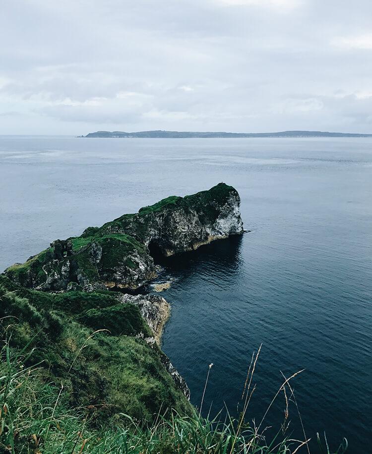 Vacker klippa på Irland