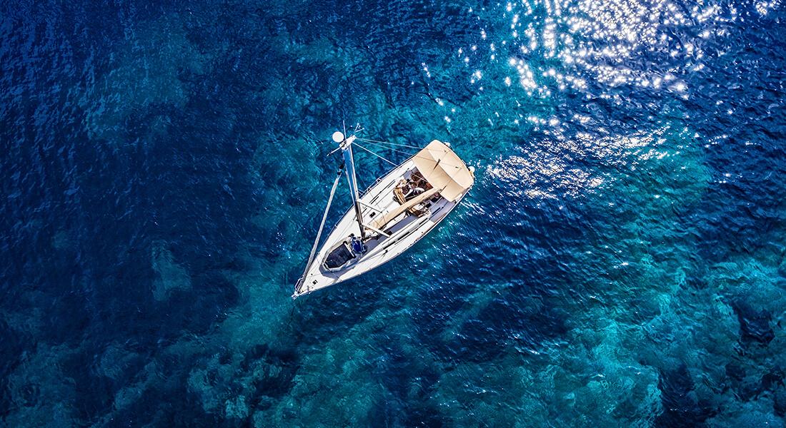 Segelbåt i Medelhavet